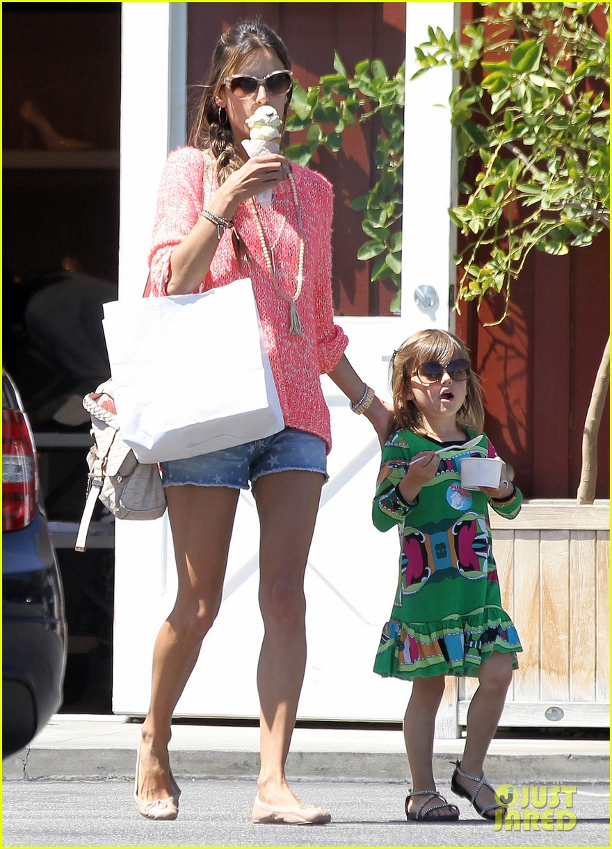 alessandra ambrosio anja ice cream treat 052853536