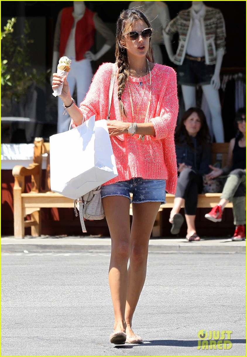 alessandra ambrosio anja ice cream treat 07