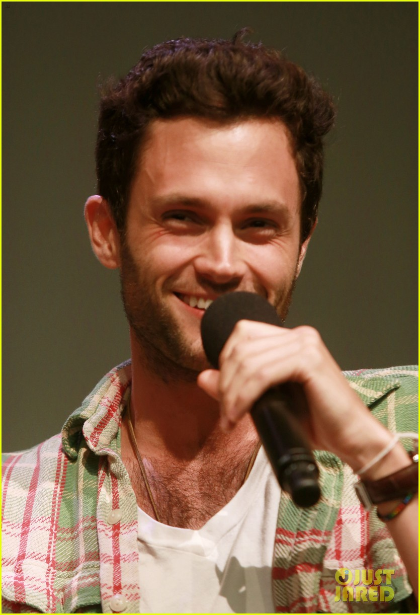 penn badgley greetings from tim buckley apple event 04