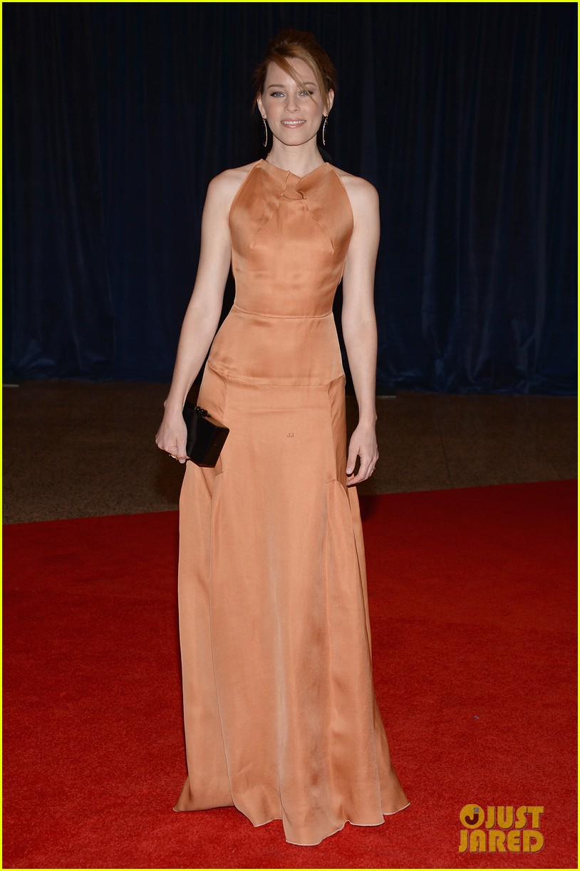 elizabeth banks white house correspondents dinner 2013 red carpet 012859529