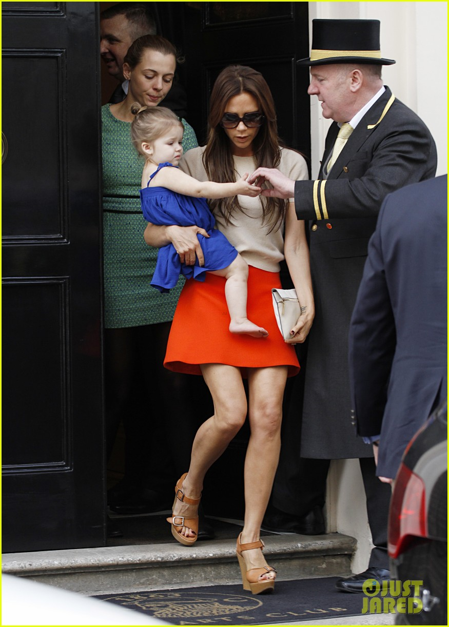 victoria david beckham day out with harper 12