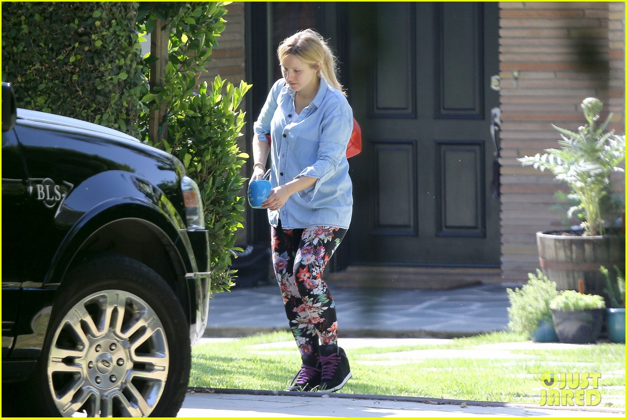 kristen bell steps out for first time since giving birth 12