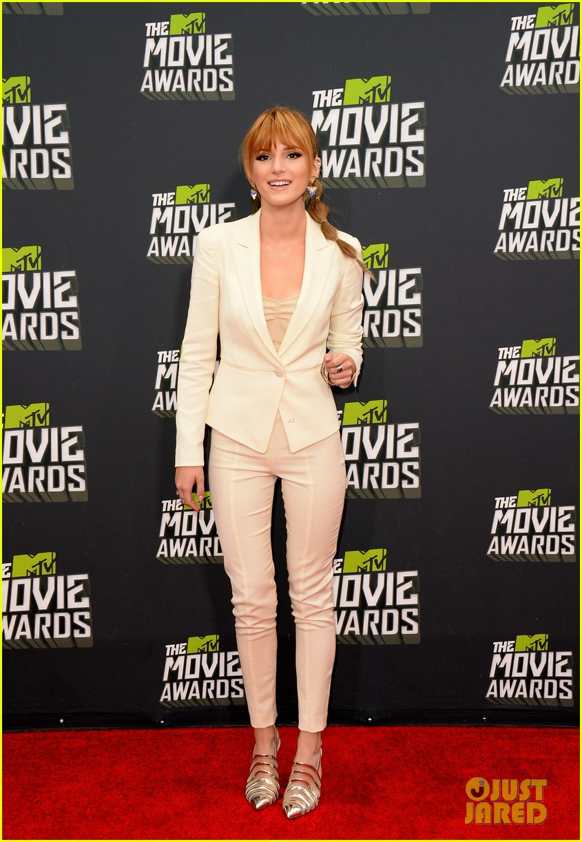 bella thorne ashley rickards mtv movie awards rep carpet 2013 03