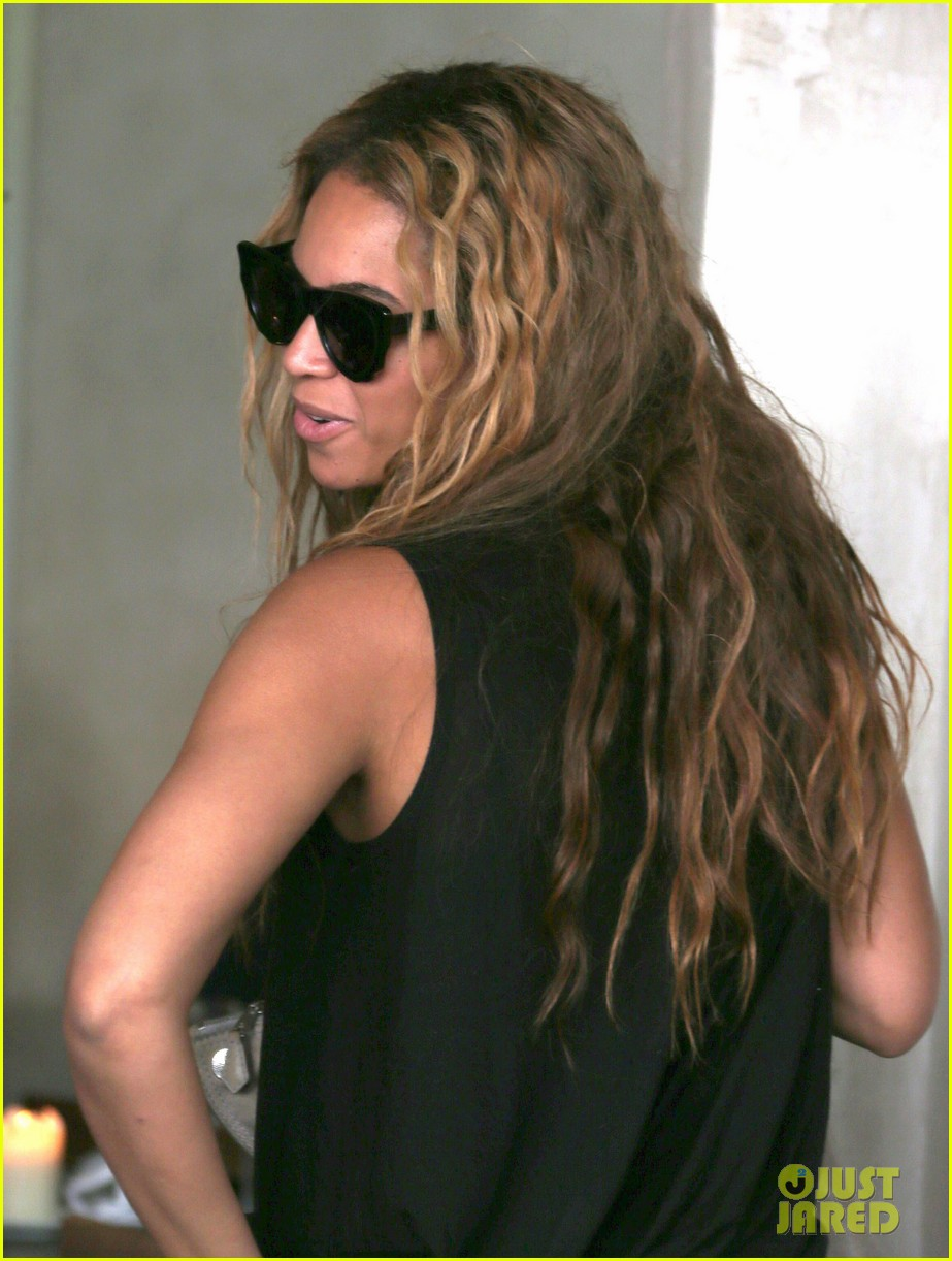 beyonce jay z parisian lunch with blue ivy carter 13