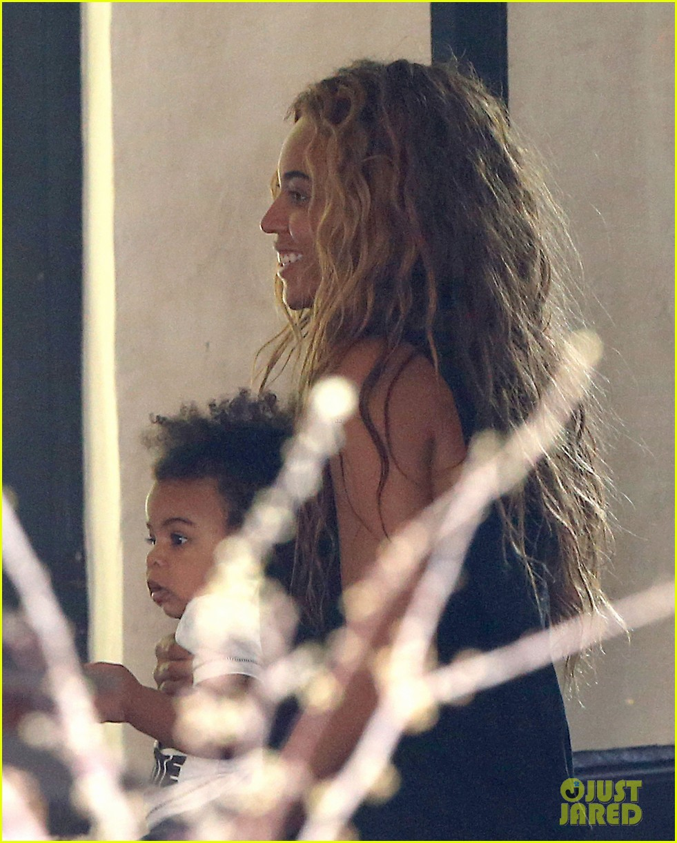 beyonce jay z parisian lunch with blue ivy carter 15