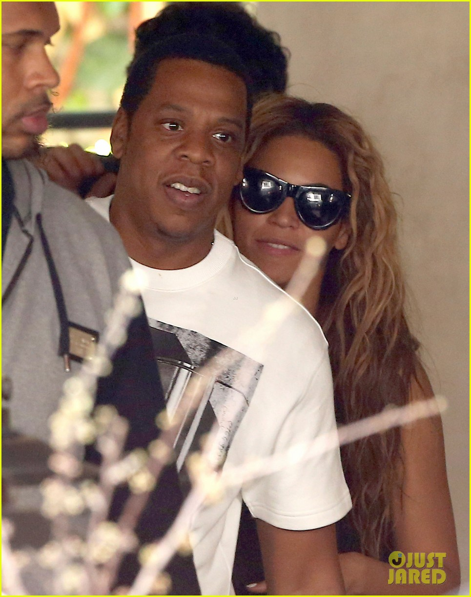 beyonce jay z parisian lunch with blue ivy carter 20