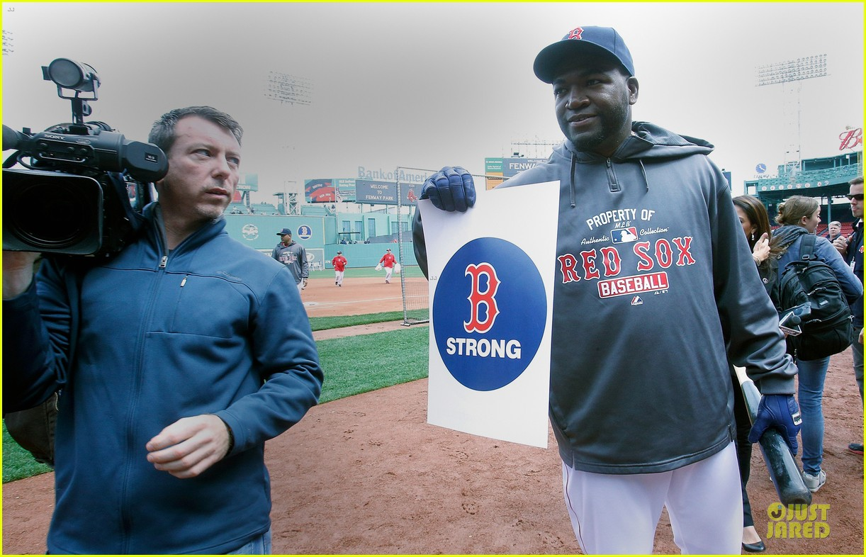 boston red sox pay tribute to bombing victims 06