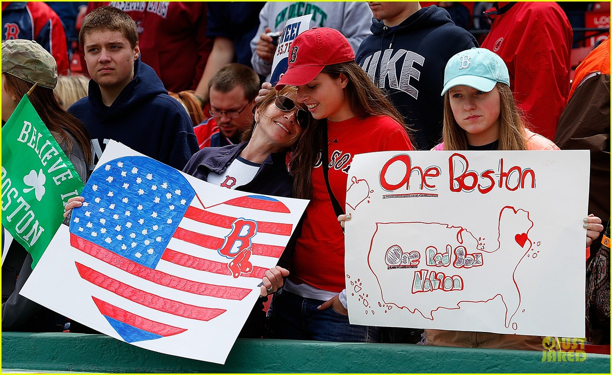boston red sox pay tribute to bombing victims 08