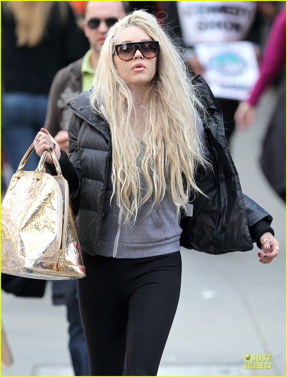 amanda bynes pierced cheeks in the big apple 10