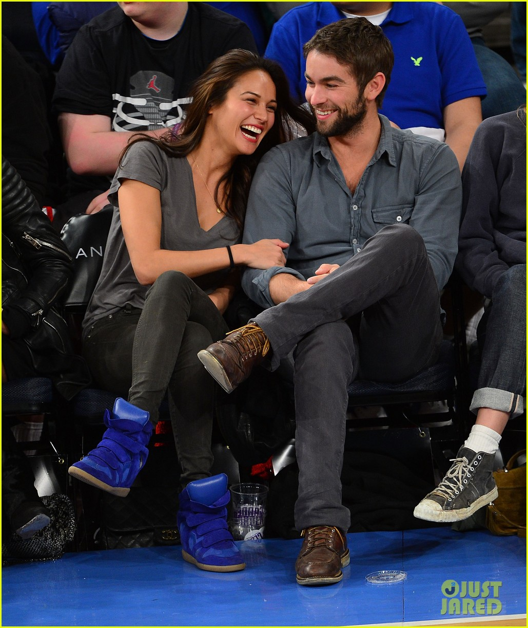 chace crawford knicks game with rachelle goulding 03