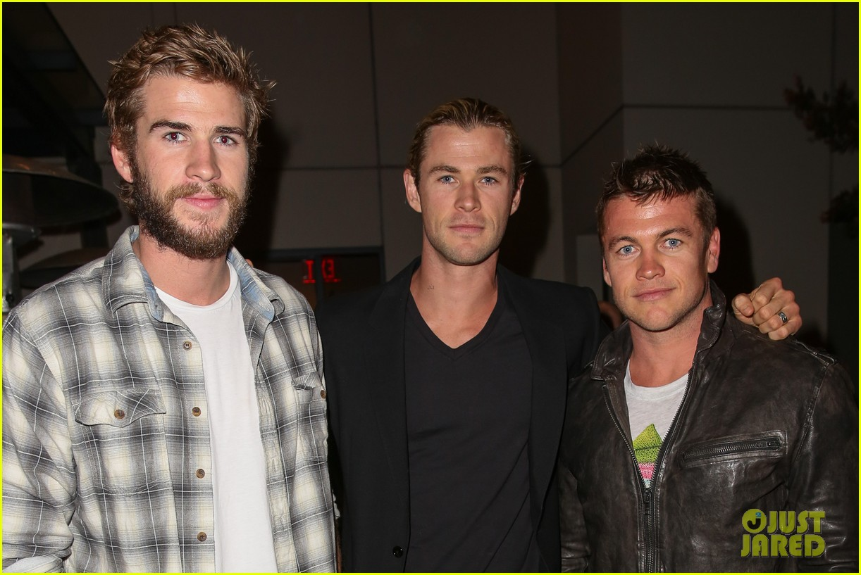 chris liam hemsworth city year los angeles fundraiser 2013 09