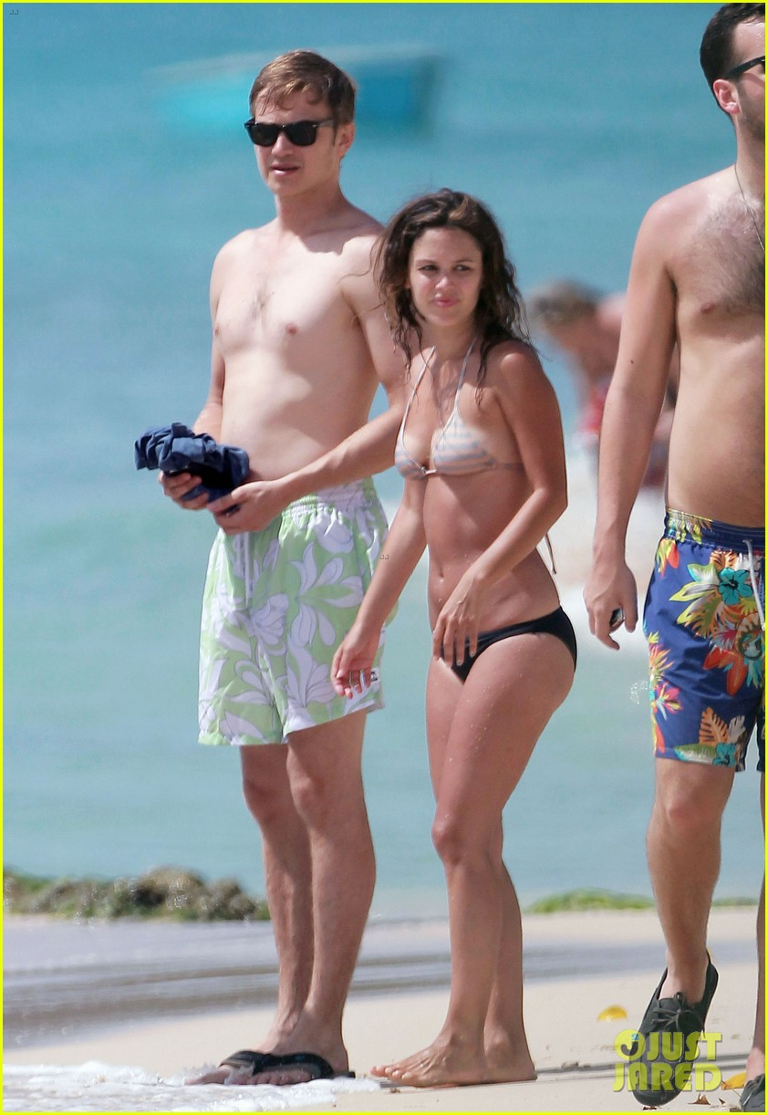 hayden christensen shirtless beach time with rachel bilson 03