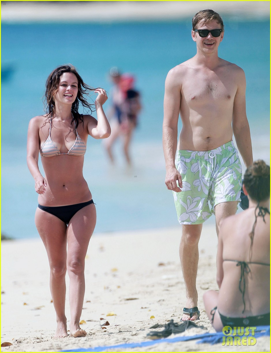 hayden christensen shirtless beach time with rachel bilson 14