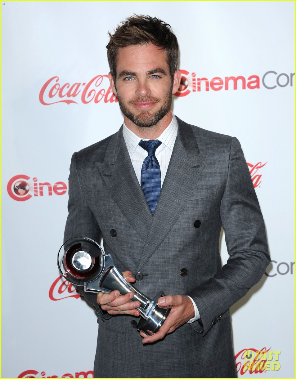 chris pine joseph gordon levitt cinemacon awards 01