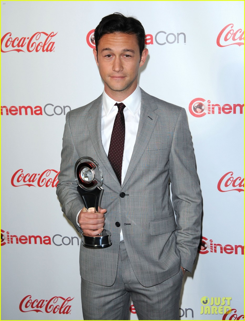 chris pine joseph gordon levitt cinemacon awards 03