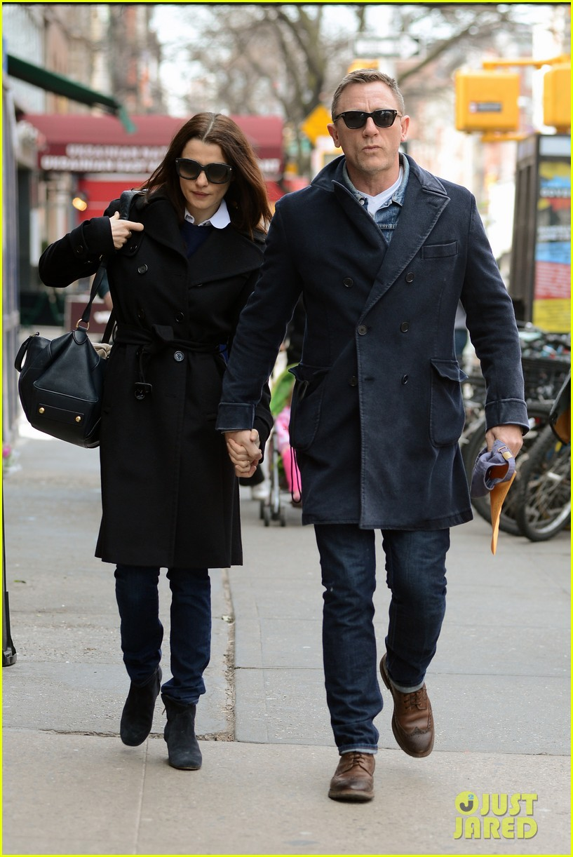 daniel craig rachel weisz hold hands after betrayal news 032843757