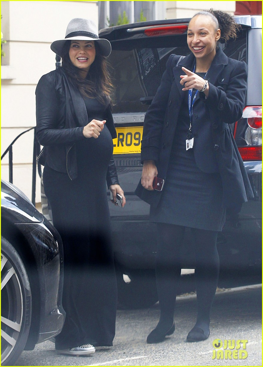 jenna dewan baby bumpin through london 09