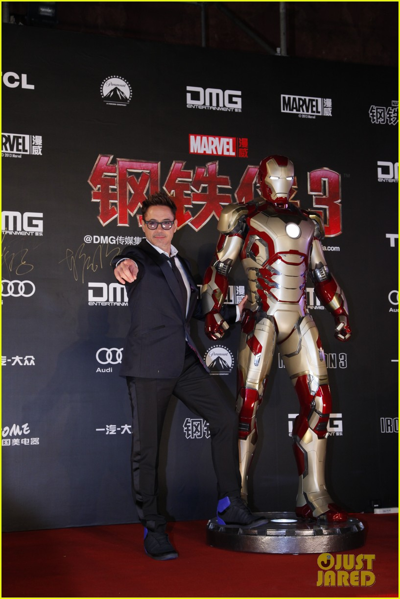 robert downey jr iron man 3 beijing premiere 01