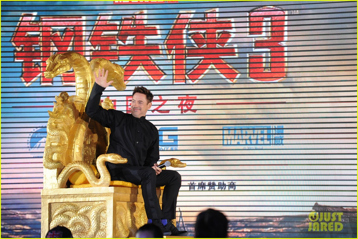 robert downey jr iron man 3 beijing premiere 02