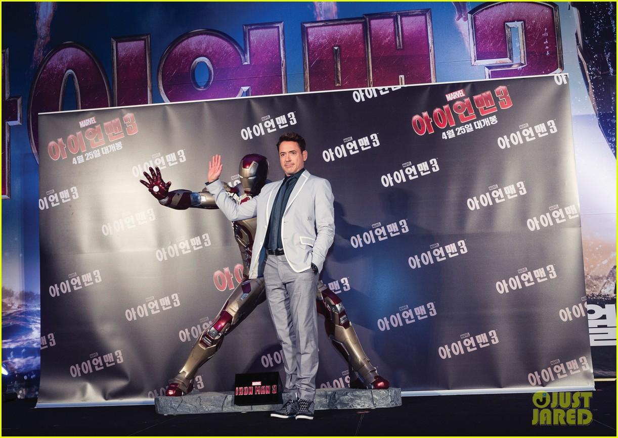 robert downey jr iron man 3 seoul premiere photo call 01