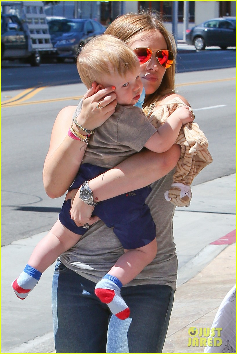 hilary duff sunny afternoons with baby luca 04