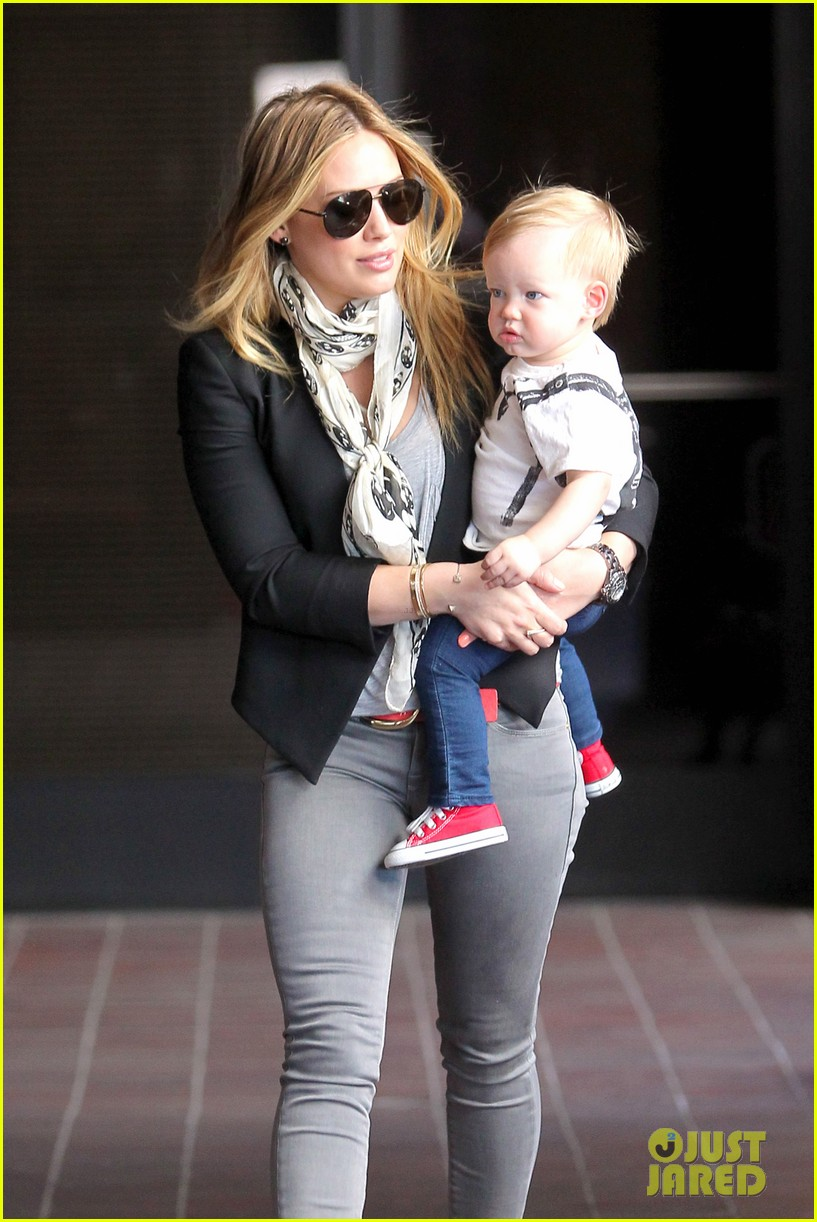 hilary duff sunny afternoons with baby luca 09