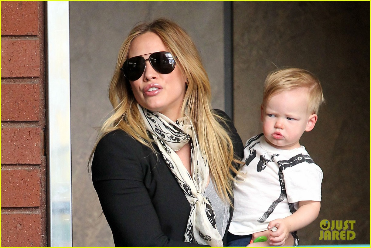 hilary duff sunny afternoons with baby luca 10