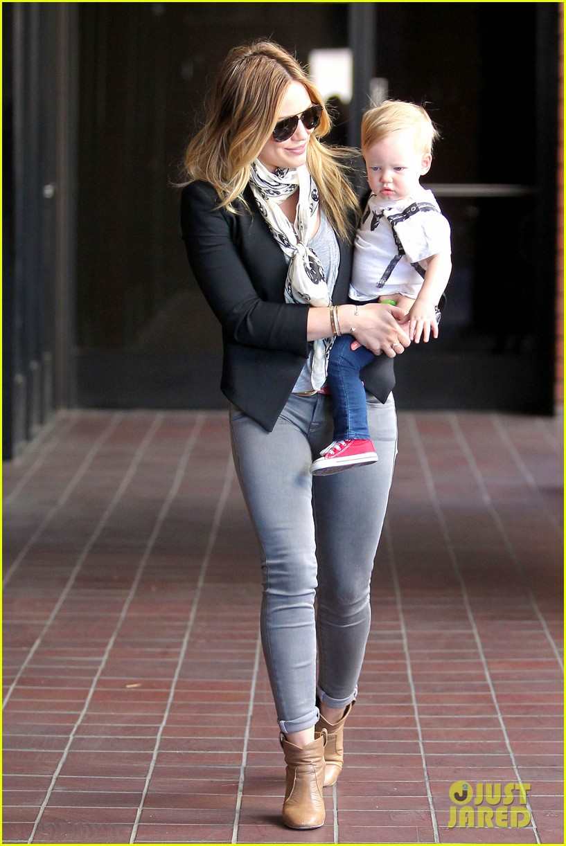 hilary duff sunny afternoons with baby luca 12