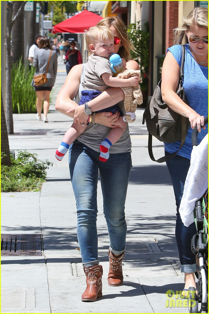 hilary duff sunny afternoons with baby luca 232853590