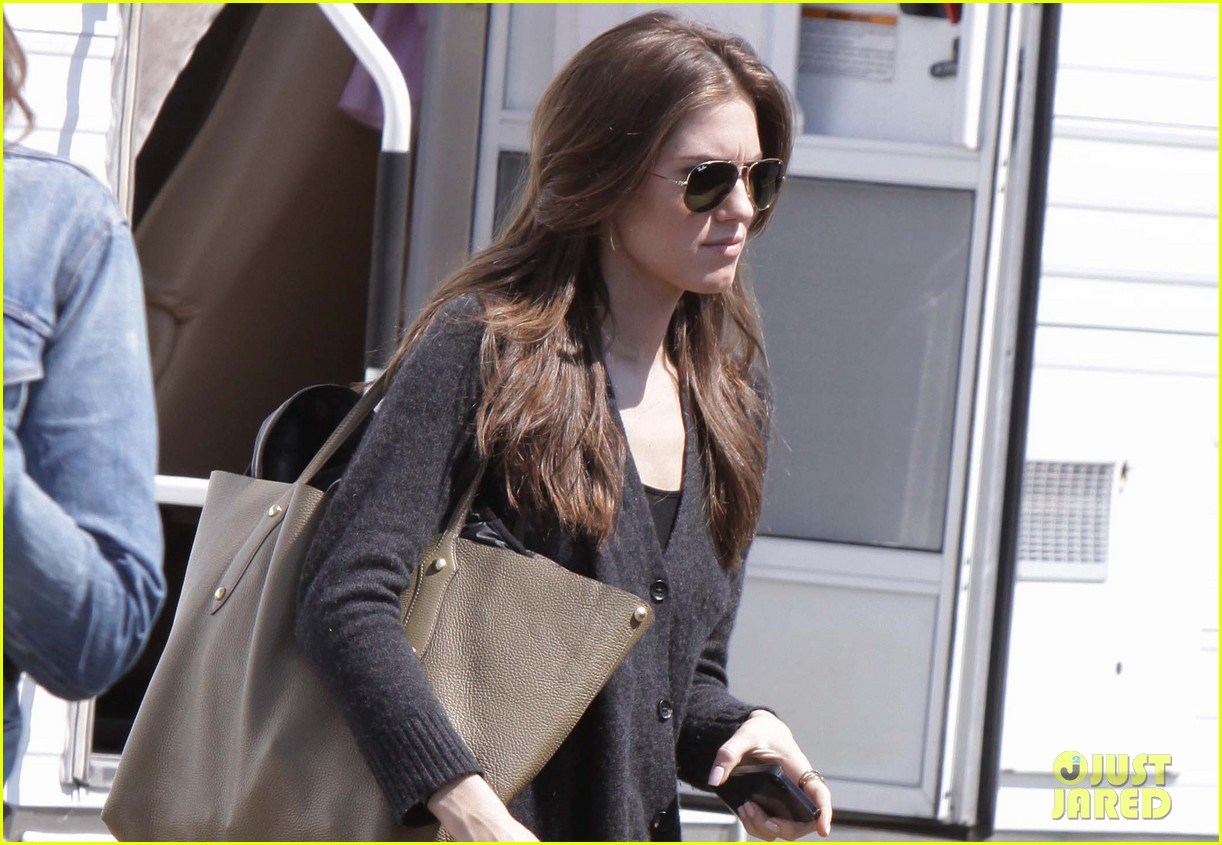 lena dunham allison williams girls set on location 01