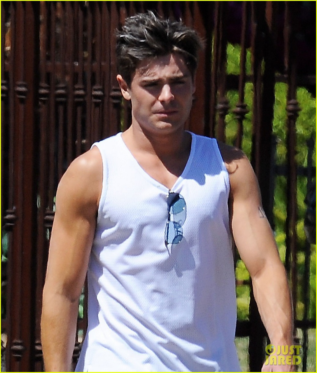 zac efron muscle man on townies set 01