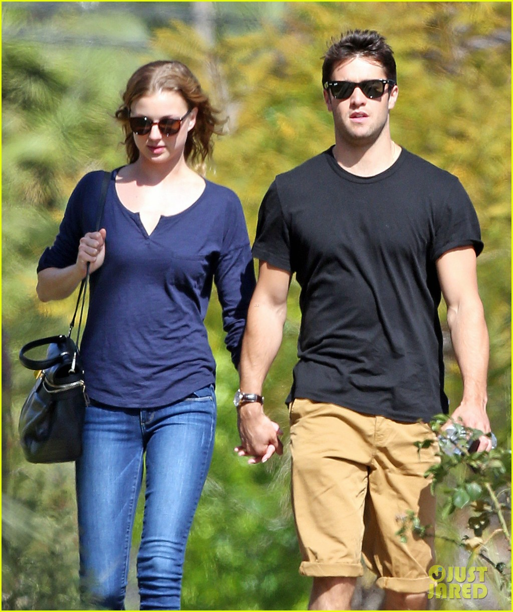 emily vancamp joshua bowman lunching lovebirds 02