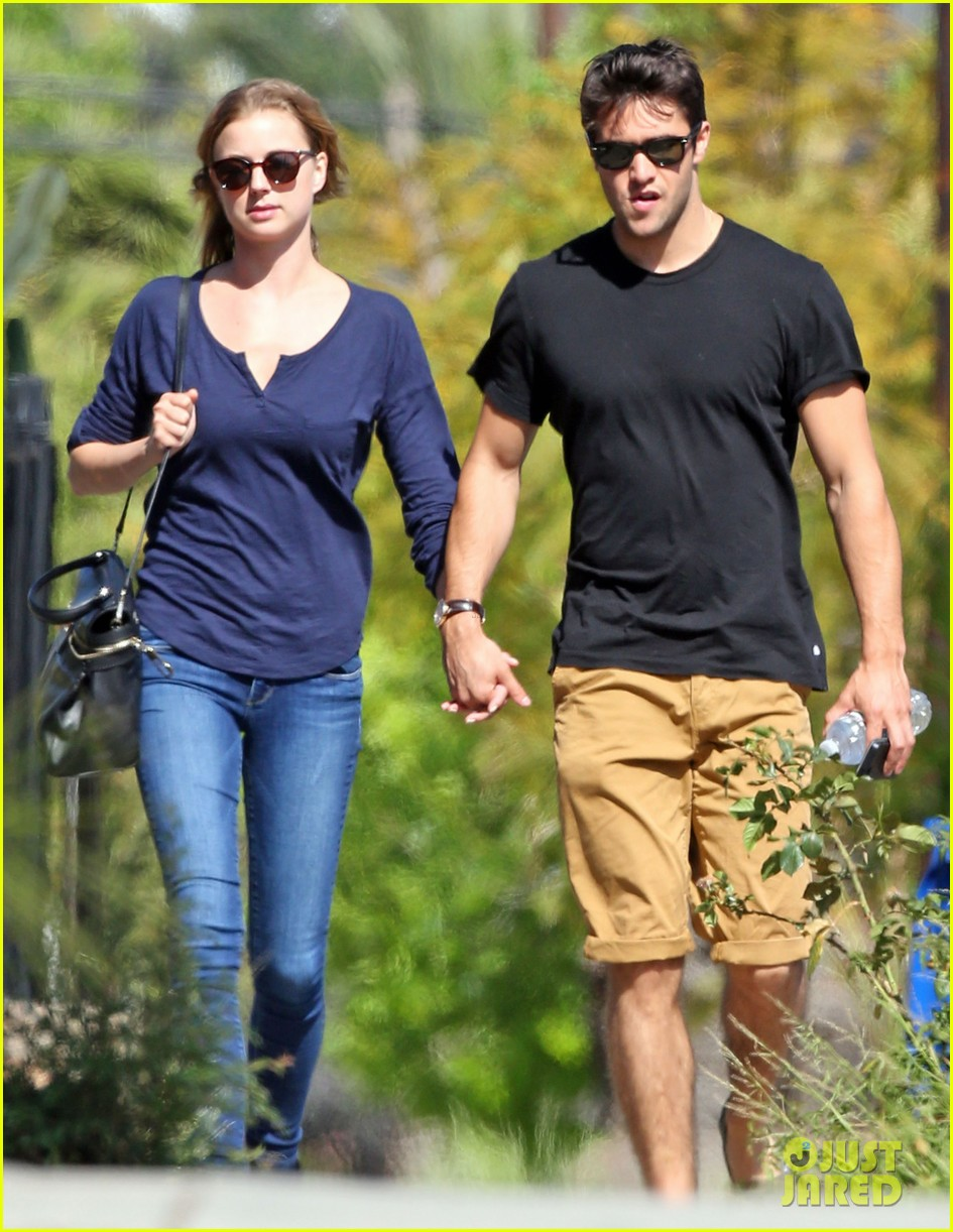 emily vancamp joshua bowman lunching lovebirds 082859130