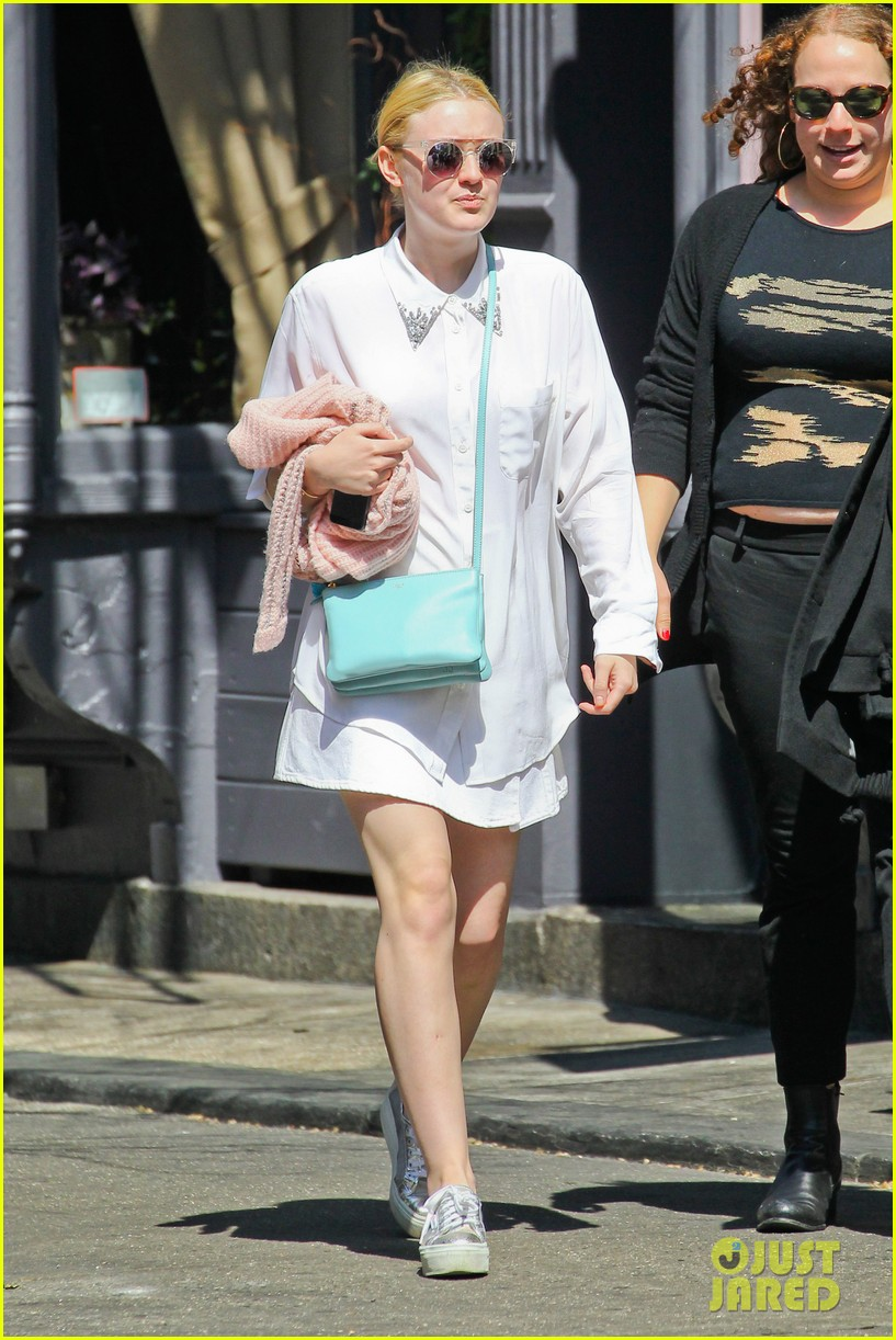 dakota fanning springtime smiles in soho 07