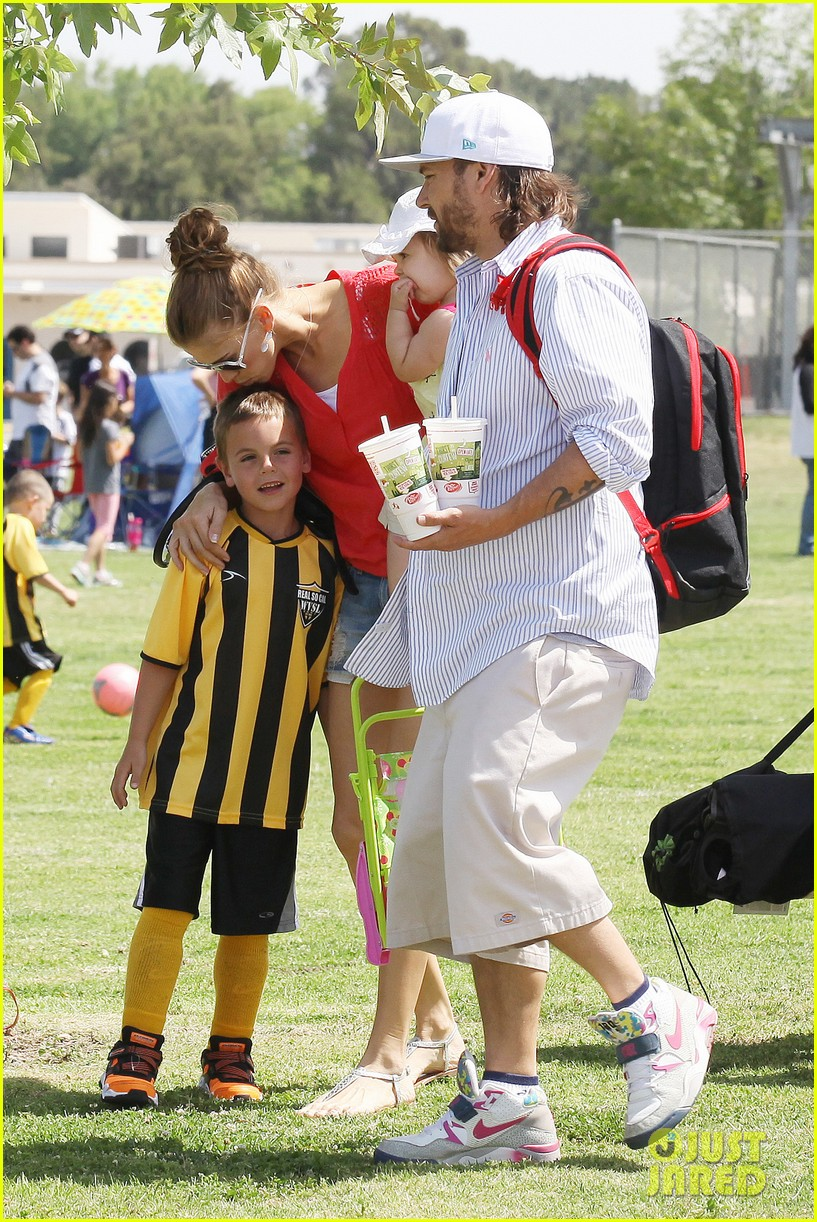 kevin federline cheers sean preston jayden james soccer games 02