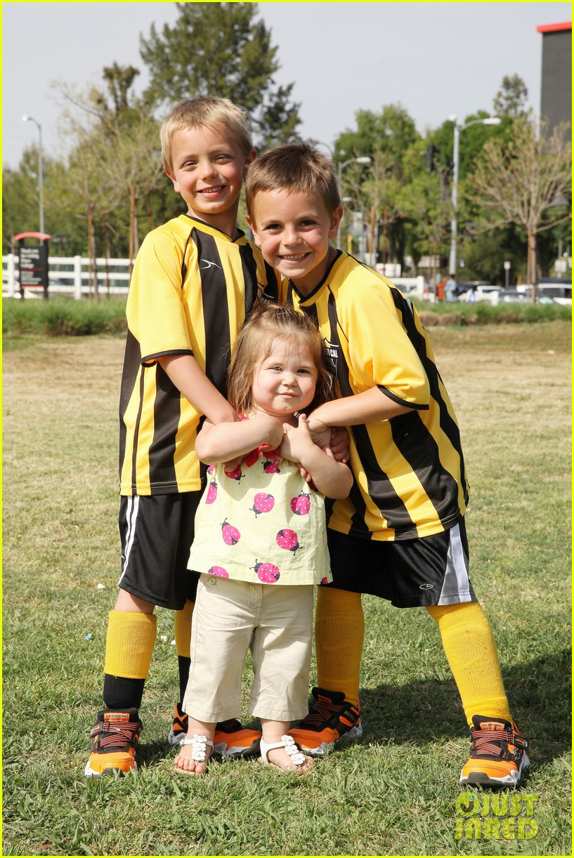 kevin federline cheers sean preston jayden james soccer games 092845324