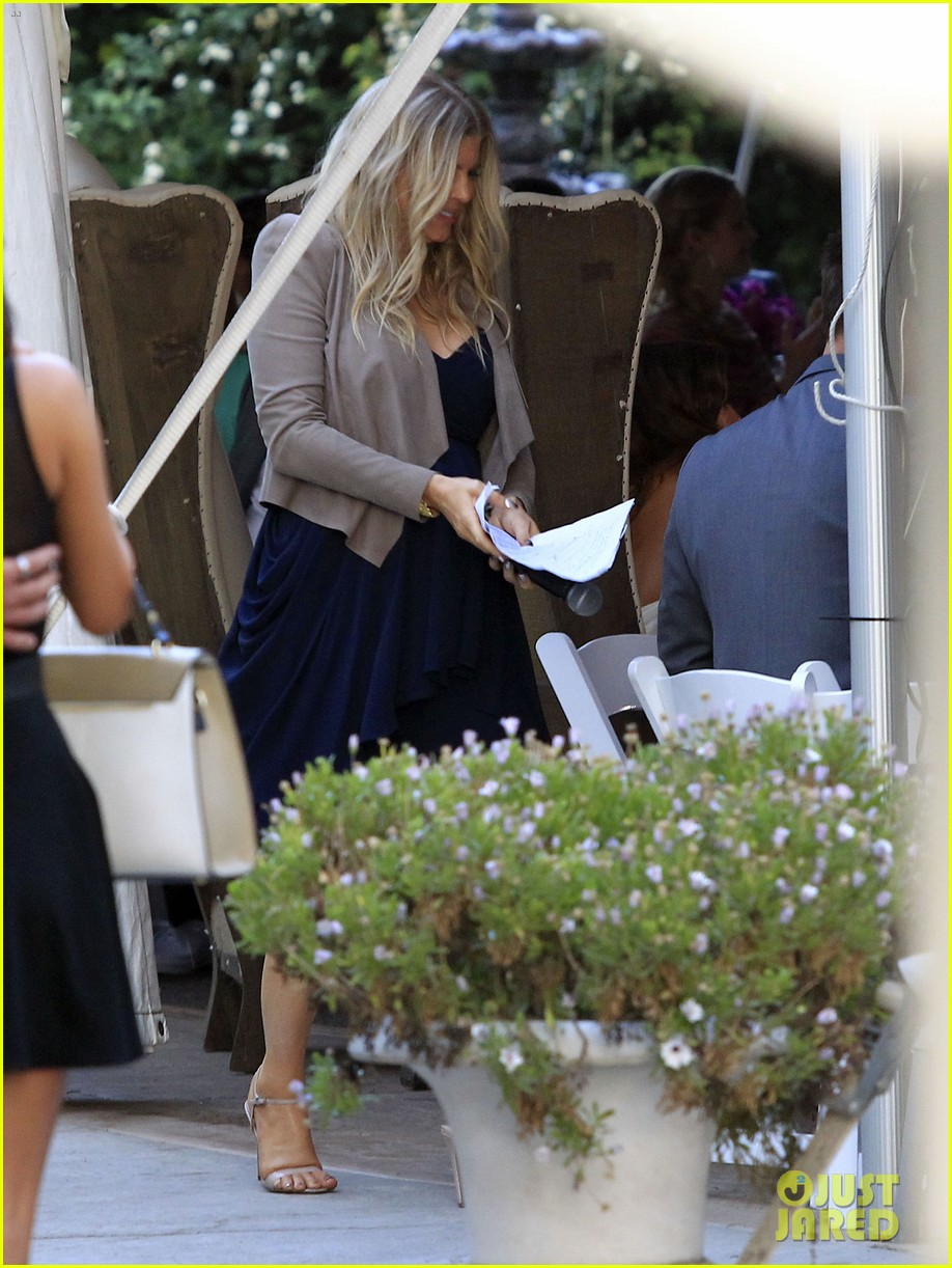 pregnant fergie sisters wedding with josh duhamel 15