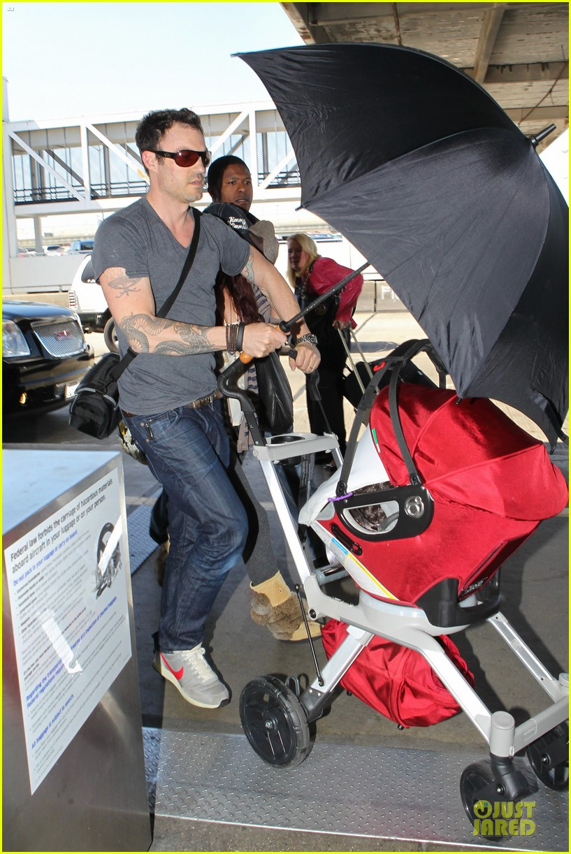 megan fox brian austin green lax departure with noah 04