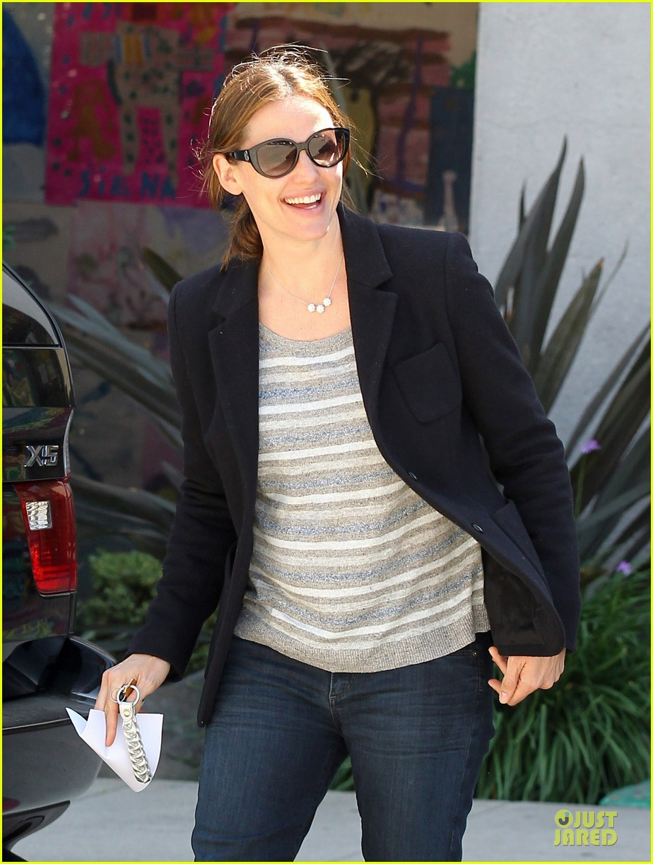 jennifer garner seraphina cafe stopping duo 132856714