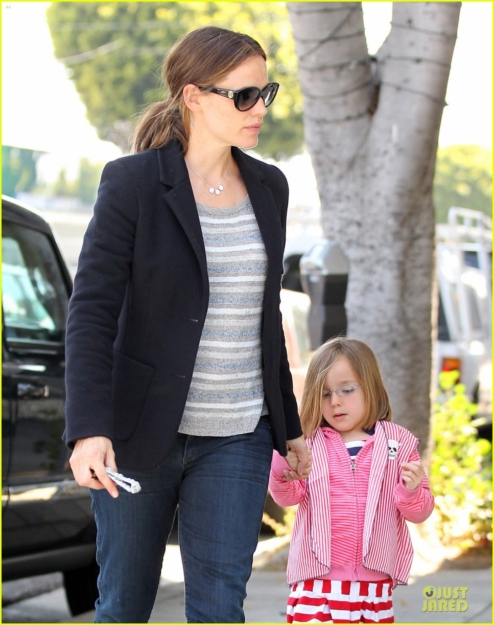 jennifer garner seraphina cafe stopping duo 16