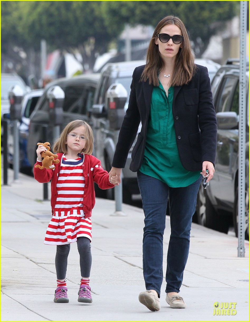 jennifer garner seraphina cafe stopping duo 26