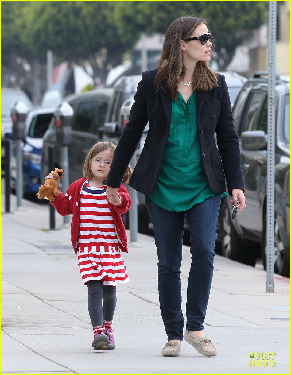 jennifer garner seraphina cafe stopping duo 27