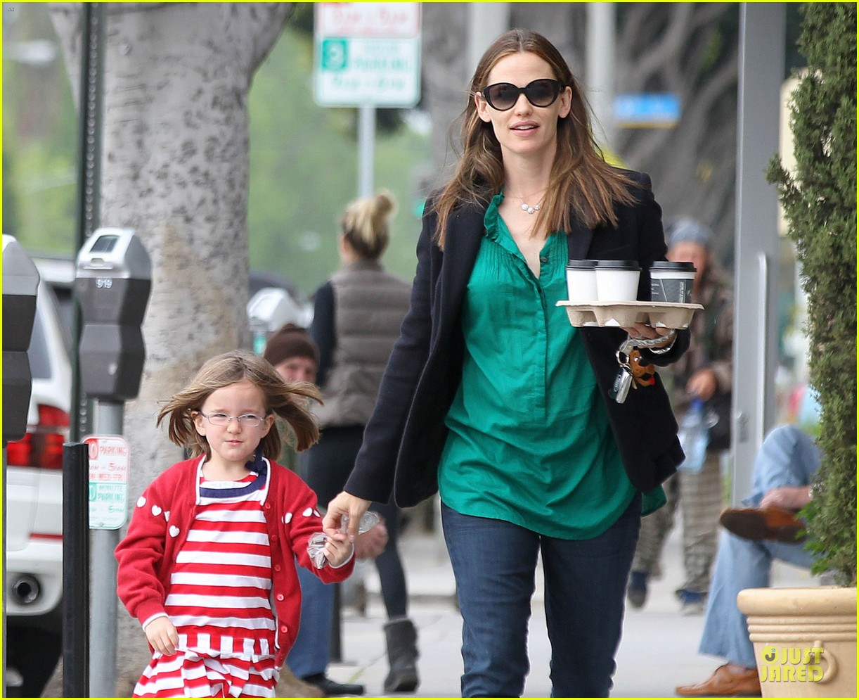 jennifer garner seraphina cafe stopping duo 29