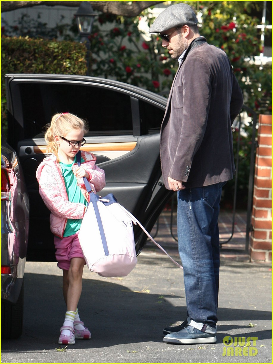jennifer garner visits new york ben affleck on daddy duty 10