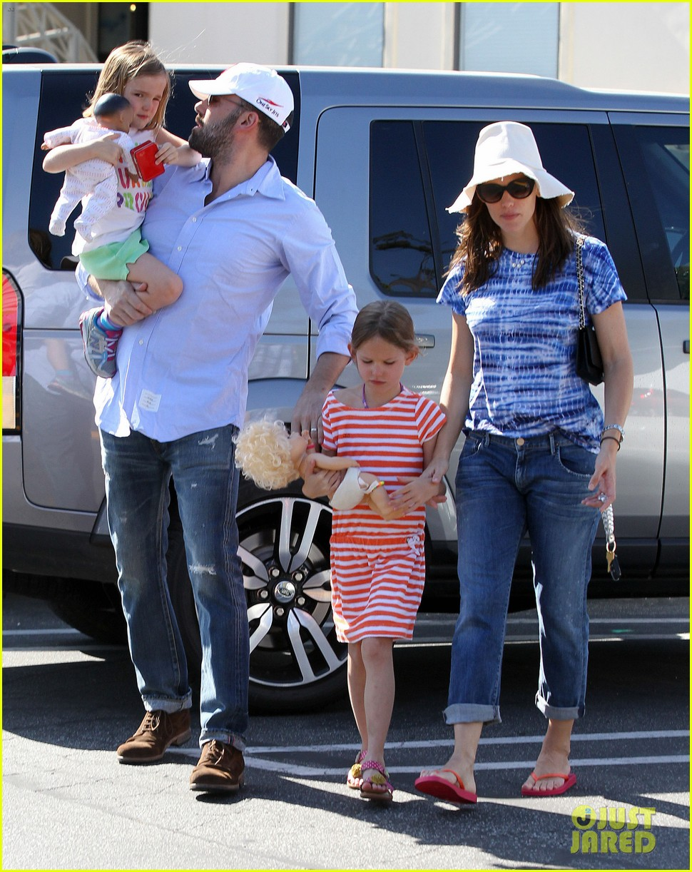 jennifer garner ben affleck weekend shopping with the girls 03