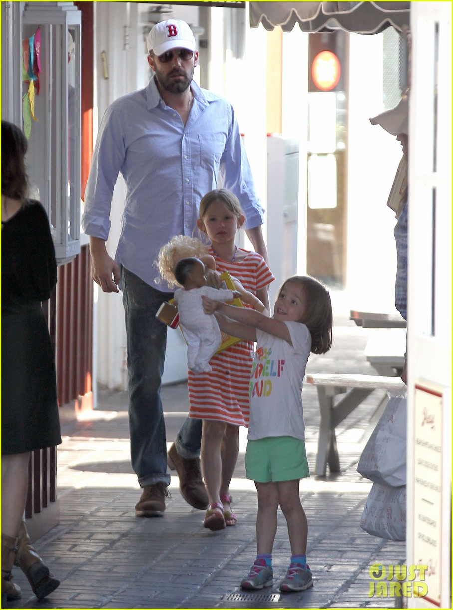 jennifer garner ben affleck weekend shopping with the girls 122855030