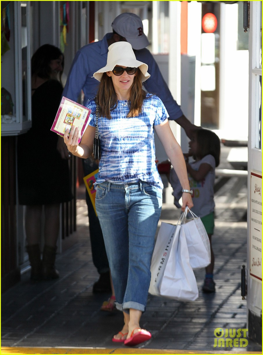 jennifer garner ben affleck weekend shopping with the girls 152855033
