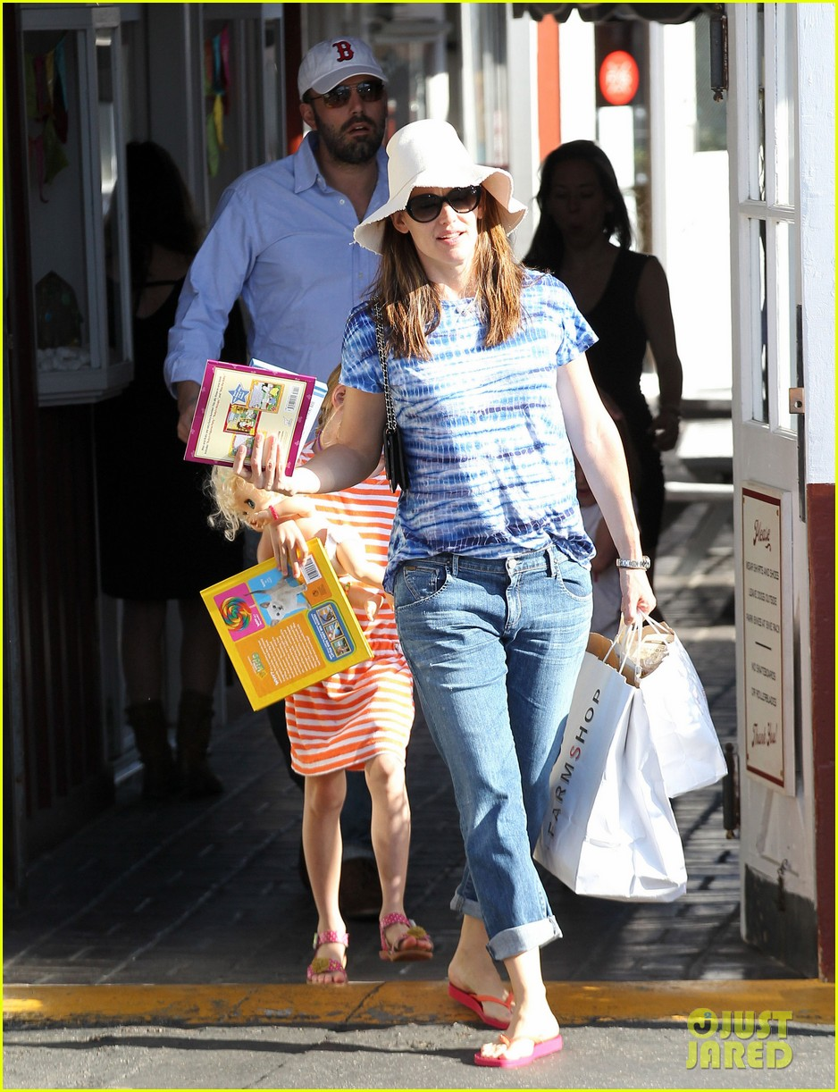 jennifer garner ben affleck weekend shopping with the girls 182855036