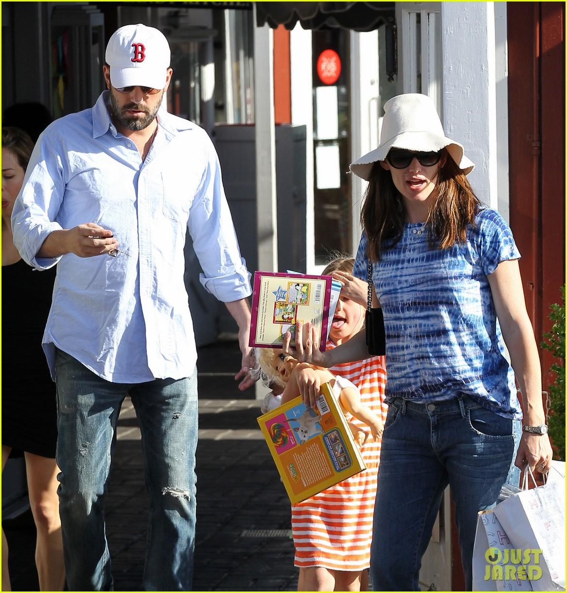 jennifer garner ben affleck weekend shopping with the girls 202855038