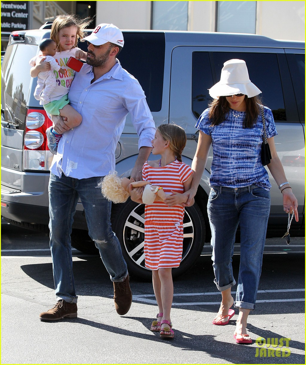 jennifer garner ben affleck weekend shopping with the girls 282855046